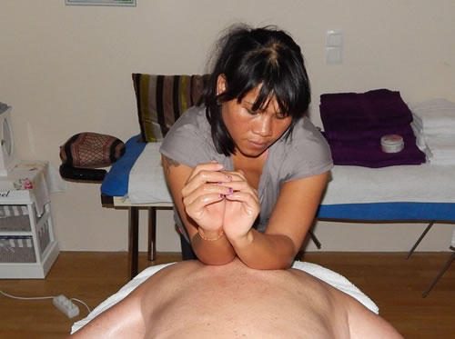 mogna svenska kvinnor thai massage happy ending