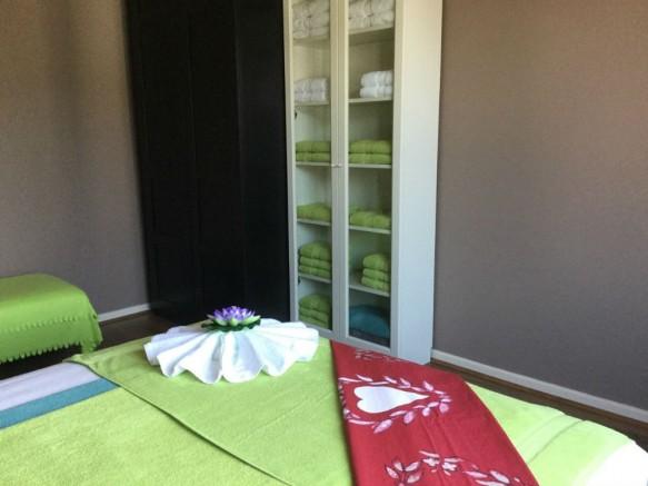 plaats nuru massage pijpbeurt in Zevenbergen
